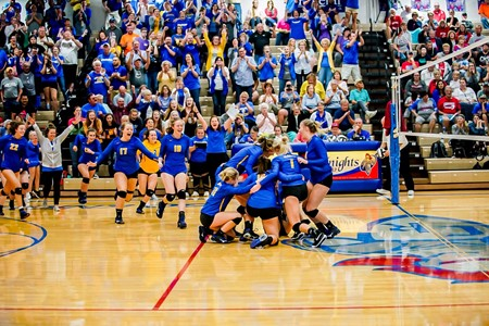 Lincolnview celebrates winning a share of the NWC Championship!